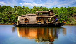 Discover the beauty of Kerala – Beaches, Backwaters, and Houseboats
