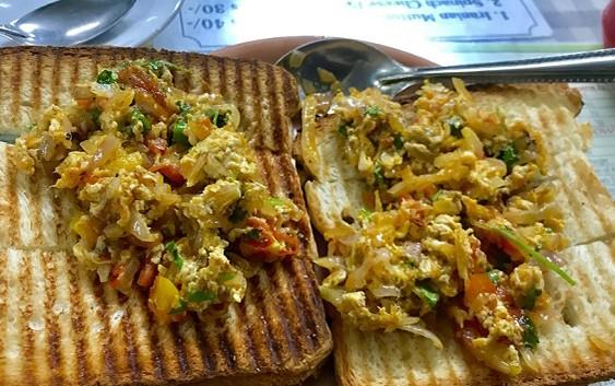 Akuri-On-Toast